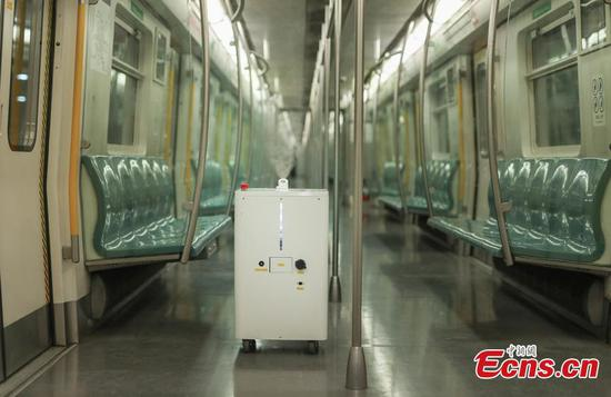 Beijing subway line 4 adopts robot to disinfect carriages