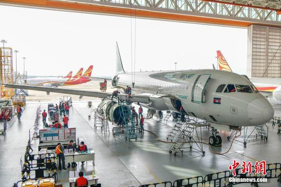 An Airbus A320 of Cambodian Lanmei Airlines is under maintenance at Haikou Meilan International Airport in South China's Hainan Province, Jan. 19, 2021. (Photo/China News Service)